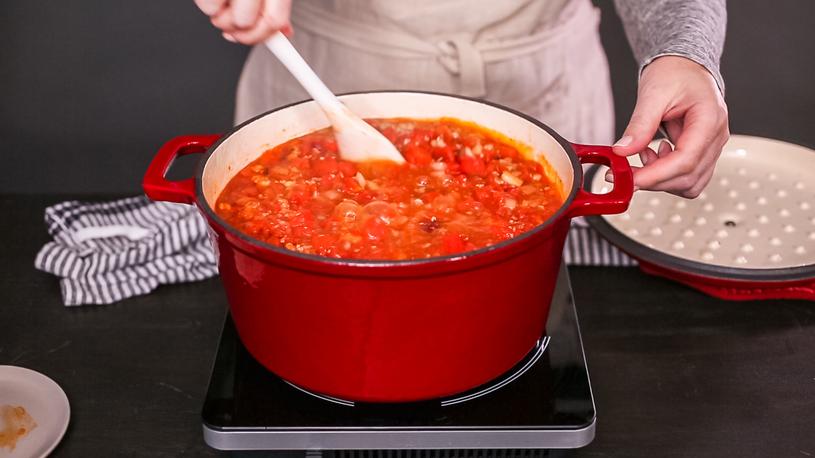 Nie wiesz, jak przygotować czerwone mięso? Najlepiej podduś je z warzywami! /123RF/PICSEL