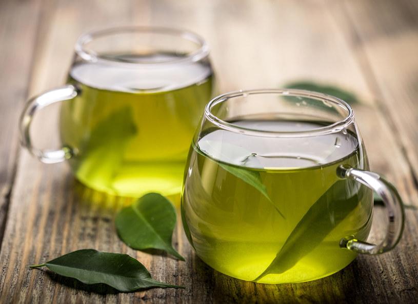 Nie woda i nie napoje izotoniczne - lato należy do herbaty /123RF/PICSEL