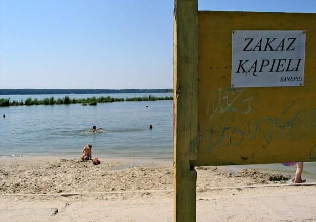 Nie wolno kąpać się w czterech nadmorskich i sześciu śródlądowych kąpieliskach /RMF