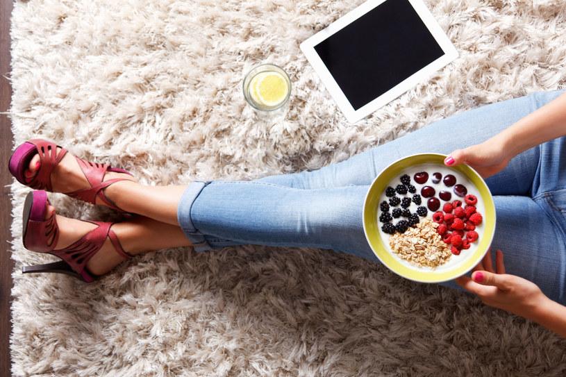 Nie wprowadzaj diety na własną rękę: to może okazać się groźne dla zdrowia /123RF/PICSEL