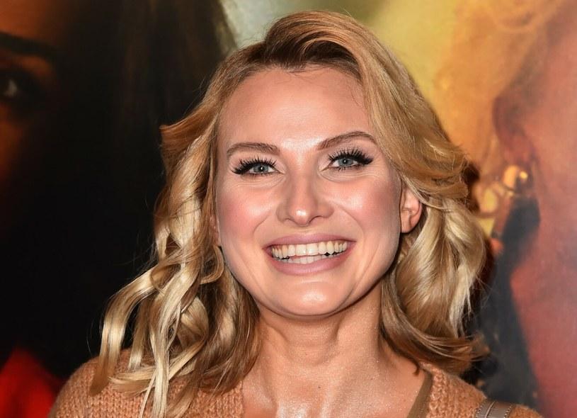 Nie wszyscy fani Joanny Moro wiedzą, że aktorka ma młodszą siostrę - Kamilę /Artur Zawadzki /Reporter