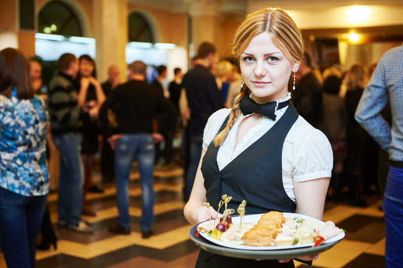 Nie wszyscy klienci restauracji zostawiają napiwki /123RF/PICSEL