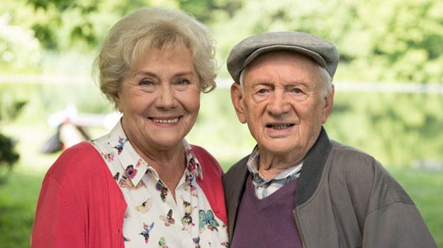 Nie wszyscy pamiętają, że w premierowej odsłonie telenoweli Barbara i Lucjan świętowali 40. rocznicę ślubu /Agencja W. Impact