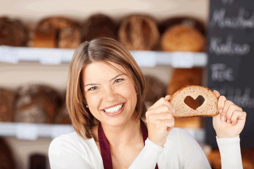 Nie wszyscy powinni rezygnować z glutenu /123RF/PICSEL