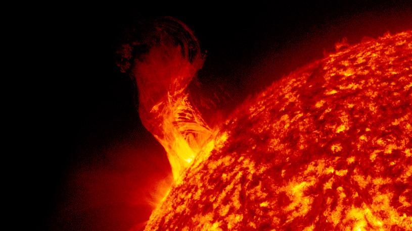 Nie wszystkie rejony Słońca rotują z taką samą prędkością /NASA