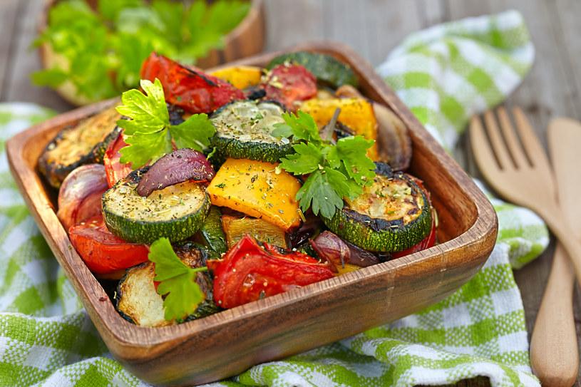 Nie wszystkie wegetariańskie posiłki są niskokaloryczne /123RF/PICSEL