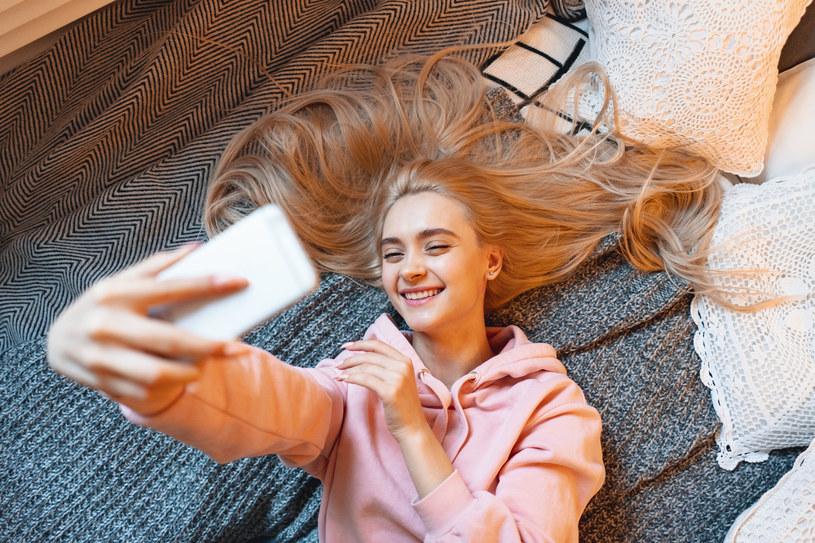 Nie wszystkie właścicielki jasnych włosów zdają sobie sprawę ze swojej wyjątkowości /123RF/PICSEL