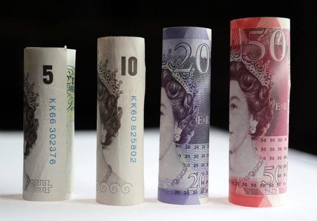 Nie zamierzam rezygnować z pracy - zapewnia Brytyjczyk, który wraz z żoną wygrał 105 milionów funtów na Euroloterii. /Chris Radburn    /PAP/EPA