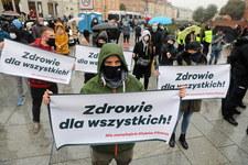"""""""Nie zamykajcie siłowni"""". Protest branży fitness w Warszawie"""