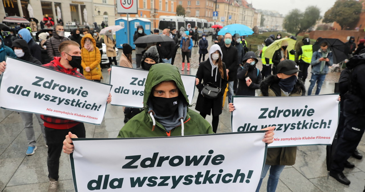 """""""Nie zamykajcie siłowni"""". Protest branży fitness w Warszawie  """"Nie zamykajcie siłowni"""". Protest branży fitness w Warszawie 000ALIHESLJY87EE C461"""