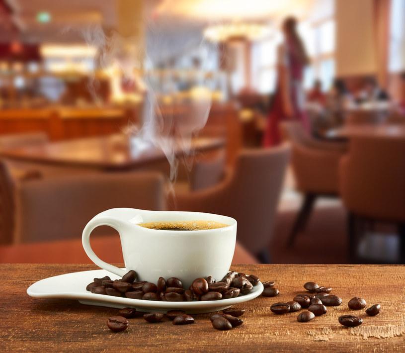 Nie zapominajmy liczyć kalorii w kawie i herbacie /123RF/PICSEL