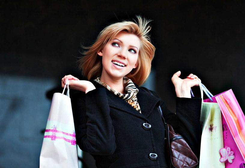 """Nie zapomnij o skwitowaniu zakupów modowych drugiej połówki prostym, ale jakże skutecznym """"dobry wybór""""... /123RF/PICSEL"""