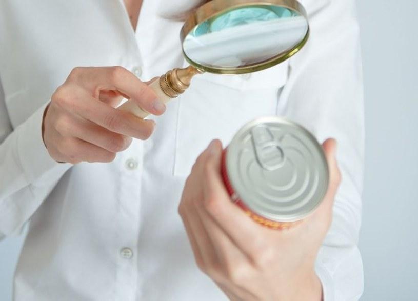 Nie zawsze wiemy jak prawidłowo odczytywać etykiety z produktów spożywczych /123RF/PICSEL