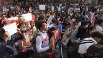 Nie zgadzają się z wojskową juntą. Tysiące protestujących w Birmie