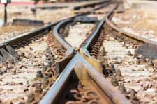 """Nie żyje 20-latek. Chciał zrobić sobie """"ekscytujące"""" zdjęcie na przejeździe kolejowym"""