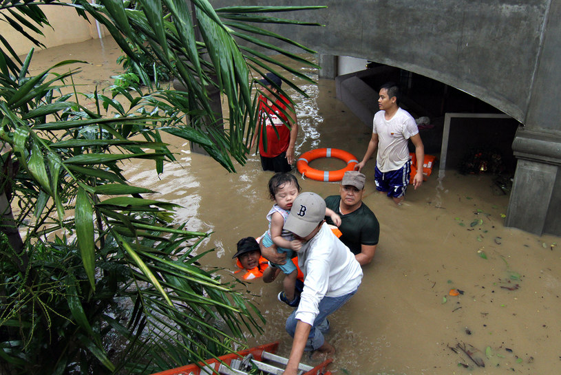 Nie żyje przynajmniej 30 osób, wiele musiało opuścić swoje domy /ERWIN MASCARINAS / AFP /AFP