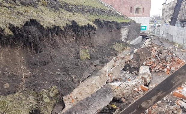 Nie żyje robotnik przysypany ziemią podczas prac na Wawelu