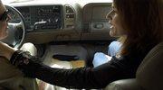 Niebezpieczne pieszczoty w samochodzie