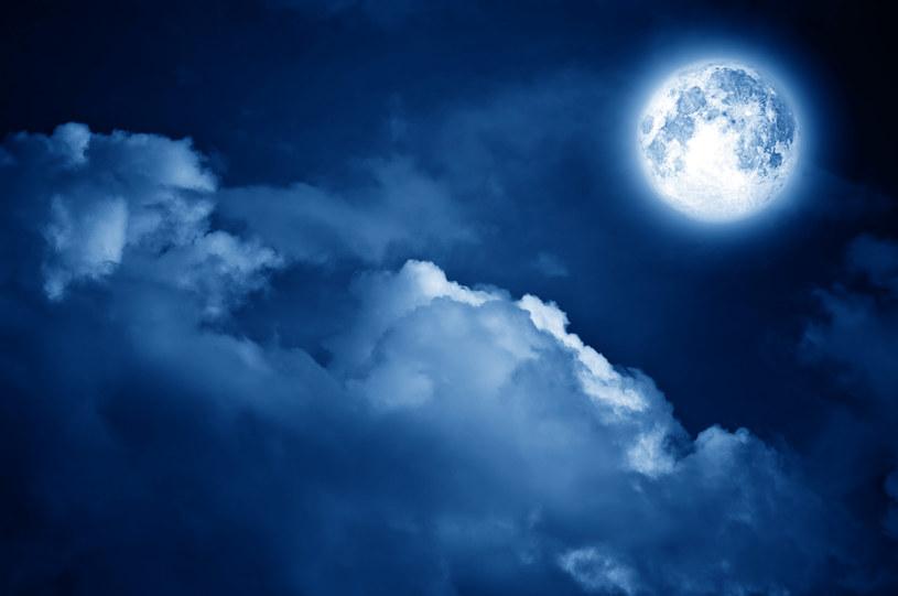Niebieski Księżyc - jak go oglądać? /123RF/PICSEL