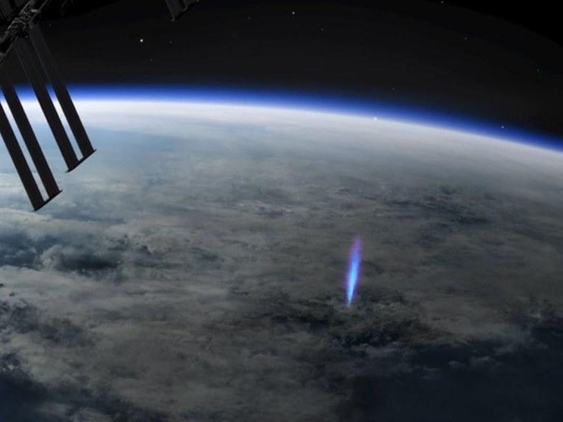 Niebieski strumień uchwycony z pokładu ISS /materiały prasowe