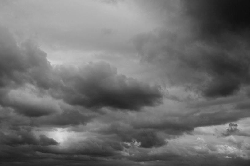 Niebo nad Polską w wielu miejscach pokryją gęste chmury /123RF/PICSEL