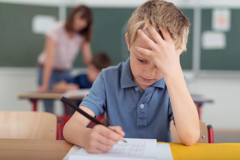 Niechcący poddajemy dzieci ciągłej presji /123RF/PICSEL