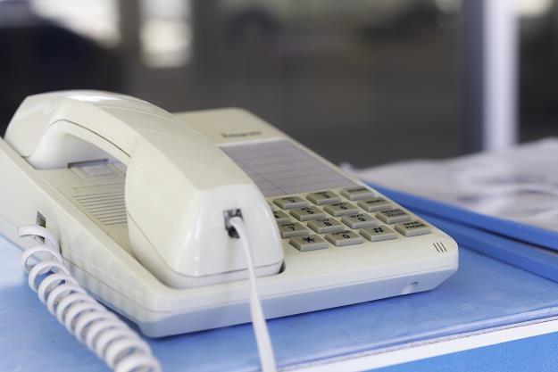 Niechcianych telefonów od telemarketerów można uniknąć /©123RF/PICSEL