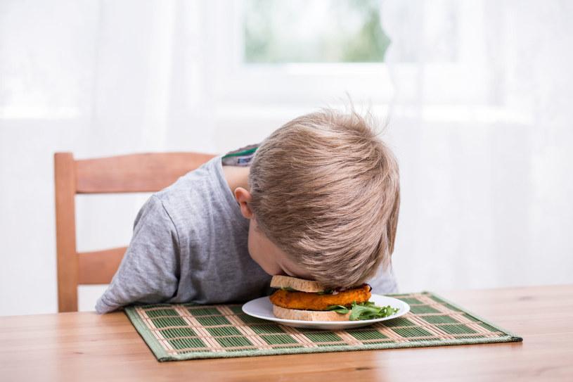 Niechęć do jedzenia ma związek z temperamentem dziecka /123RF/PICSEL