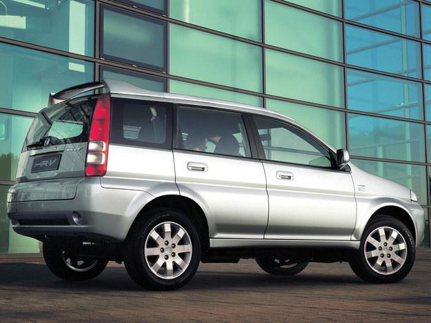Nieco później od 3-drzwiowej pojawiła się wersja 5-drzwiowa. Jest dłuższa o 10 centymetrów od odmiany podstawowej i liczy sobie 411 cm długości. /Honda