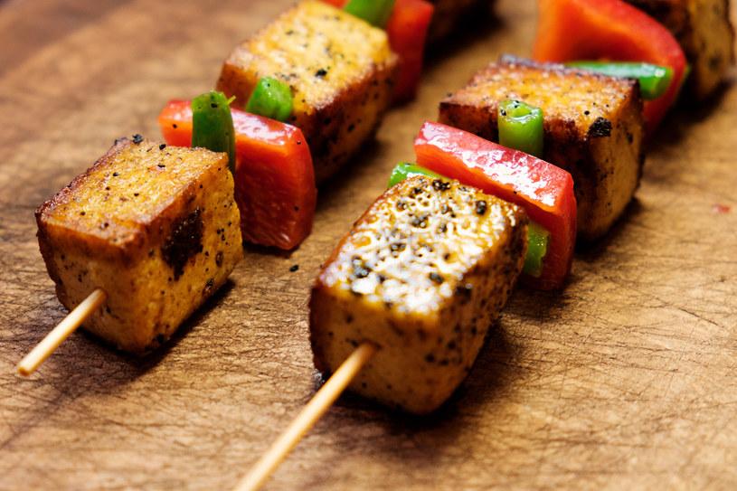 Niecodzienne szaszłyki z tofu /123RF/PICSEL