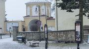 Niecodzienne znalezisko na placu sanktuarium w Krzeszowie