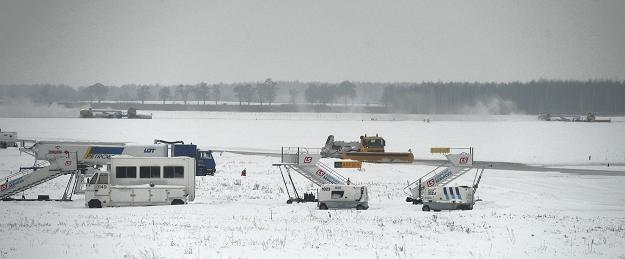 Nieczynne lotnisko w Modlinie k. Warszawy /PAP