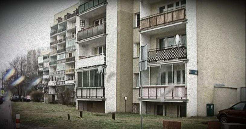 Niedające lokatorom spać odgłosy i zagadkowe morderstwa. Co naprawdę dzieje się z blokiem na ul. Herbsta? /YouTube