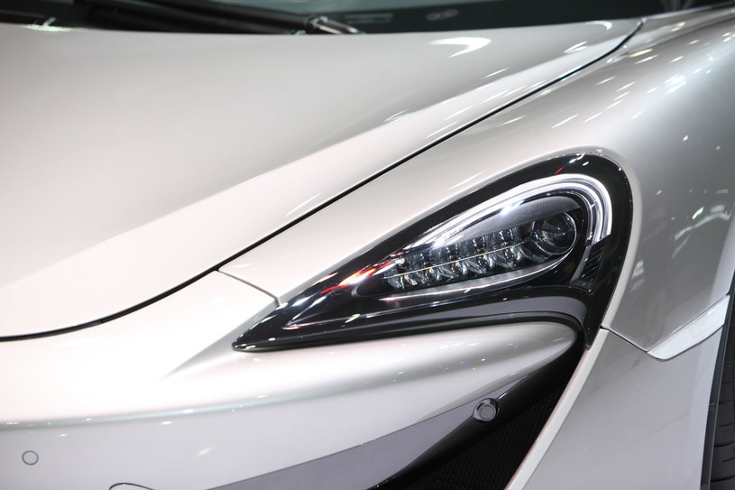 Niedawna plotka głosiła, że Apple może współpracować z marką McLaren /123RF/PICSEL
