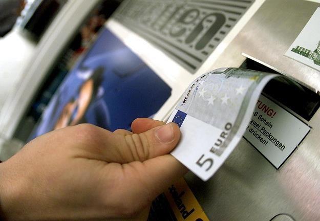 Niedługo z bankomatów Euronetu będzie można wypłacić euro /AFP