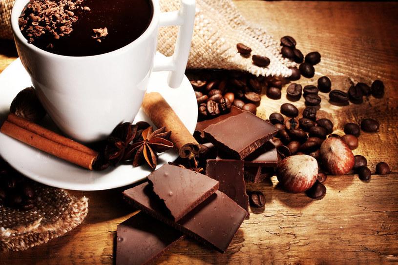 Niedobór magnezu uzupełnisz też, sięgając po czekoladę /123RF/PICSEL