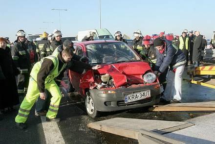 Niedostosowanie prędkości czy drogi? / Kliknij /INTERIA.PL