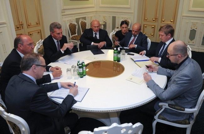 Niedzielne rozmowy w Kijowie między przedstawicielami Ukrainy i Rosji w sprawie ceny gazu zakończyły się bez porozumienia stron /ANDREW KRAVCHENKO /GOVT. PRESS POOL /PAP/EPA