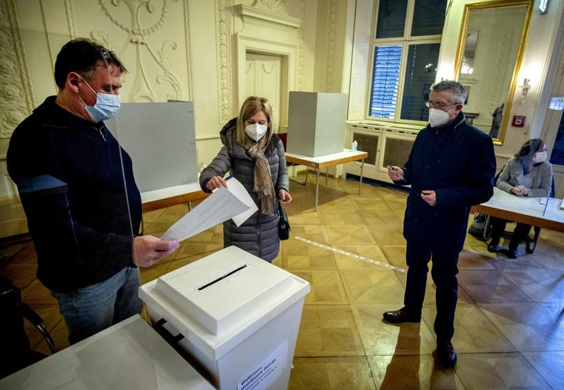 Niedzielne wybory w Niemczech /Associated Press /East News