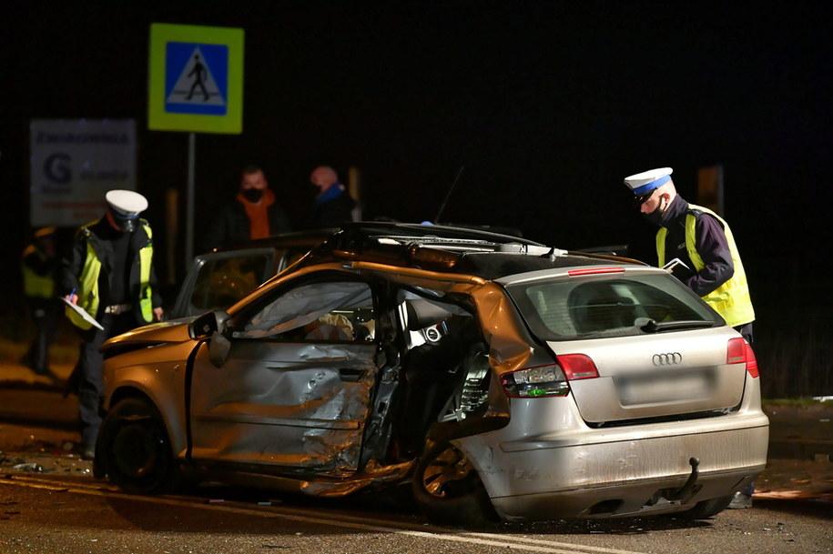 Niedzielny wypadek na DK20 w miejscowości Glincz na Pomorzu. W wyniku zderzenia 3 samochodów poszkodowanych zostało 8 osób /Adam Warżawa /PAP