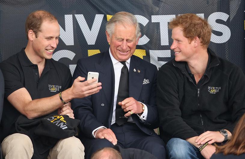 Niegdyś książę William, książę Karol i książę Harry spędzali ze sobą sporo czasu /Chris Jackson /Getty Images