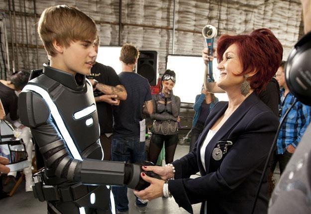 """Niegrzeczny kotek"" Justin Bieber i Sharon Osbourne fot. Christopher Polk /Getty Images/Flash Press Media"