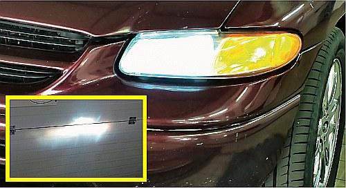 Niehomologowane żarniki zamontowane w zwykłych reflektorach oślepiają. Widać to po kształcie plamy świetlnej. /Motor