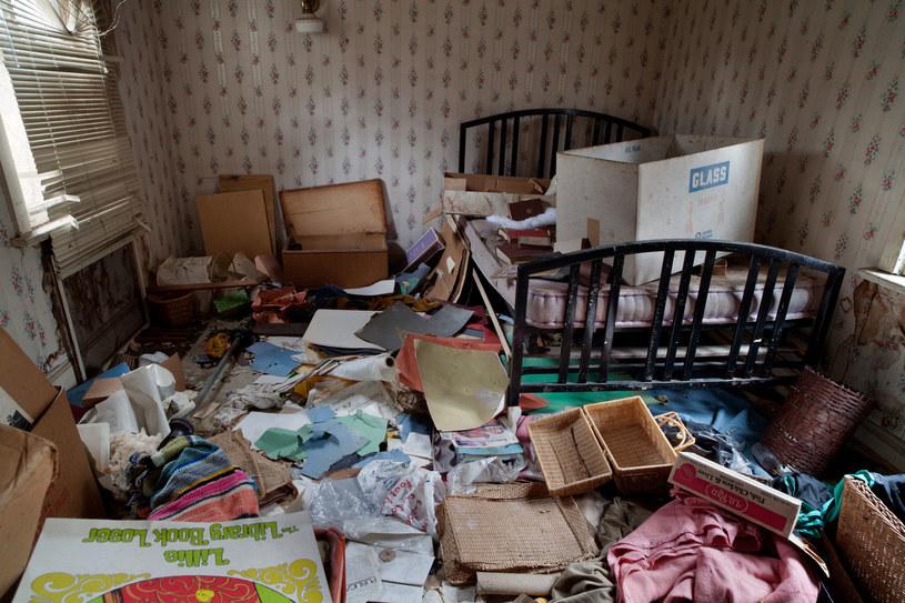Niekiedy przedmioty (w tym zwykłe śmieci) opanowują przestrzeń, która staje się wręcz zagrażająca /123RF/PICSEL