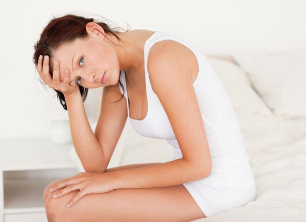 Niekontrolowany wyciek moczu to problem wielu kobiet /123RF/PICSEL