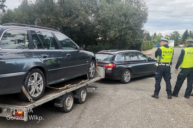 Niektóre auta dalej pojechały na lawetach /Policja