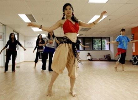 Niektóre dziewczęta noszą europejskie stroje. Na zdjęciu - szkoła tańca. /AFP