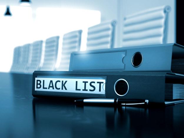 """Niektóre firmy rekrutacyjne tworzą """"czarne listy"""", wymieniając między sobą dane o osobach, których nie powinno się zatrudniać /123RF/PICSEL"""