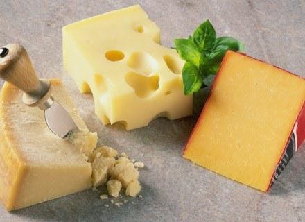 Niektóre gatunki sera można wprowadzić do diety dziecka już pod koniec 1. roku życia /poboczem.pl