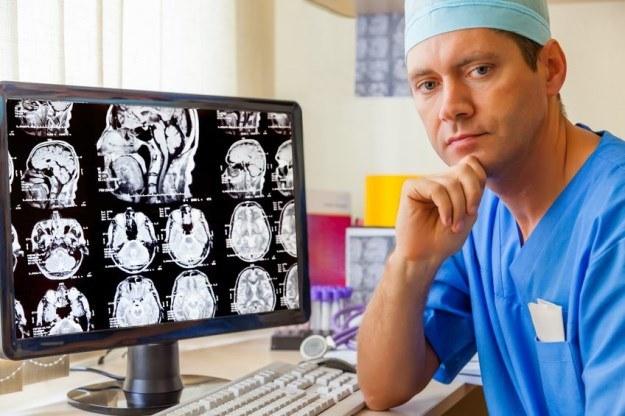 Niektóre nowotwory mogą bawić się w kotka i myszkę z lekarzami /123RF/PICSEL